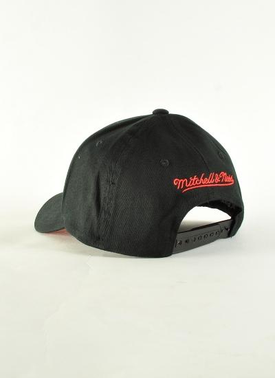 Mitchell & Ness  Team 110 Hat Bulls